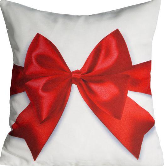 Ozdobna biała poszewka świąteczna z dużą czerwoną kokardką