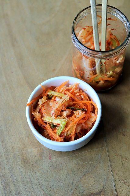 """Als ich noch in Bonn lebte, ging ich recht häufig zu """"Mandu"""", einem Koreaner. Dort gab's leckere Mandus (koreanische Maultaschen), den besten Glasnudelsalat überhaupt und Kimchi. Letzteres aß ich bei"""