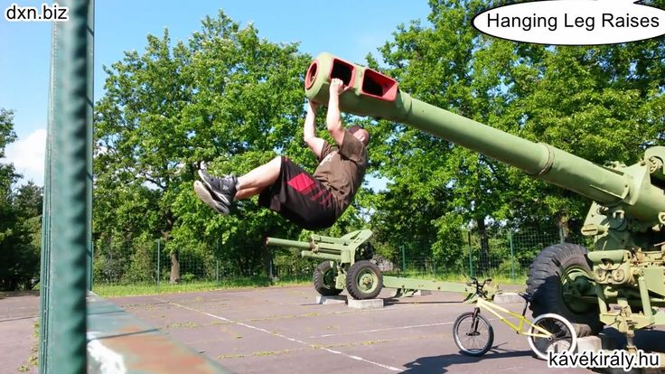 Sunshine and street workout: use everything you got, even if it is a peacefully resting cannon-barrel ;)