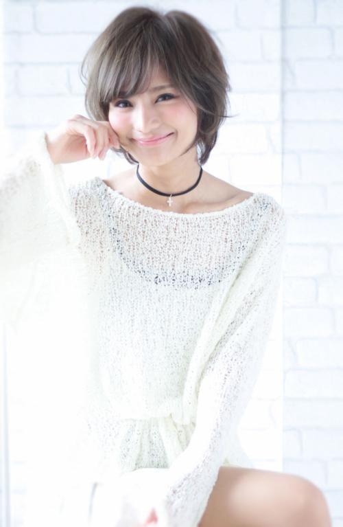 暗めグレージュカラーに恋♡ショートカットヘアもエアリー感を出せば大人なモテ女髪型に♡