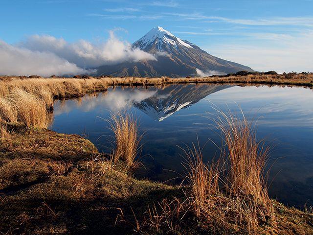 Le mont Taranaki est le point culminant du Pouakai Circuit, un des meilleurs treks de Nouvelle-Zélande © Spencer Clubb / Getty Images.