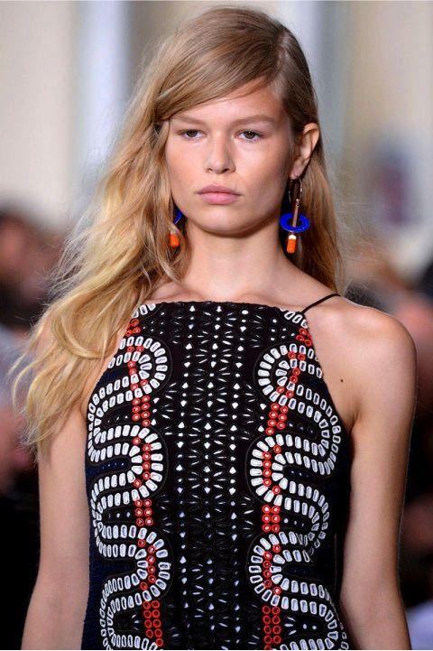 Peinado/Ondas Boho: Esta tendencia setentera no se refiere a un look descuidado, si no a el cabello ondulado con un estilo despeinado.