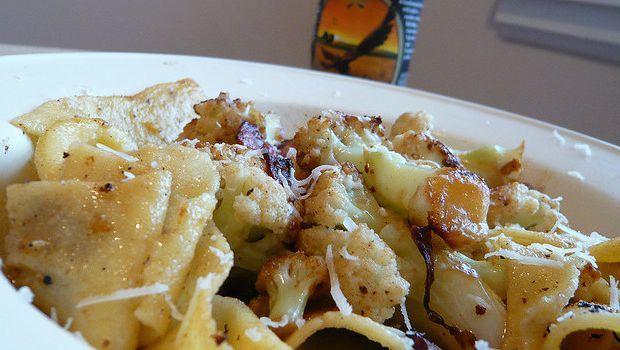 Ecco la pasta con cavolfiore e pancetta per un primo gustoso