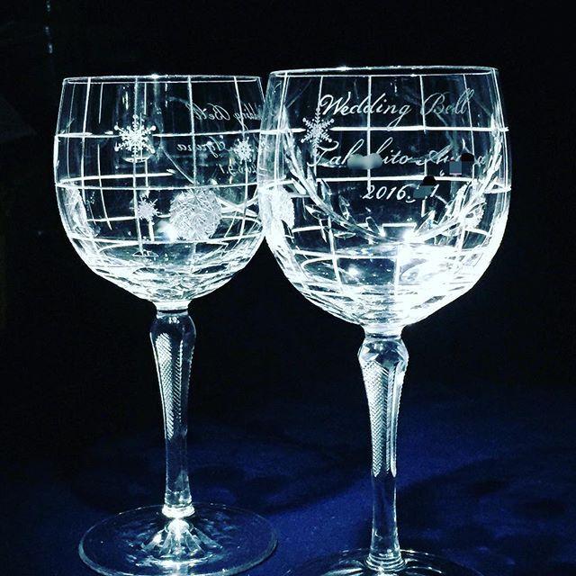 【hirokoshoami】さんのInstagramをピンしています。 《冬季スポーツ・メダリストの結婚のお祝いの特注グラス。やっと完成しました。一点モノは緊張しますので無事出来上がるとホッとします。 #diamondpoint #hirokoshoami #晶阿弥博子 #ダイヤモンドポイント #ガラス #glass #漆 #螺鈿 #ガラス工芸 #美術 #ペンダント #プレゼント #展示 #beautiful #レース #桜 #結晶 #オリンピック #glaskrone@gmail.com》