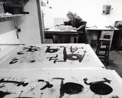 Joan Miró in the Poligrafa print shop