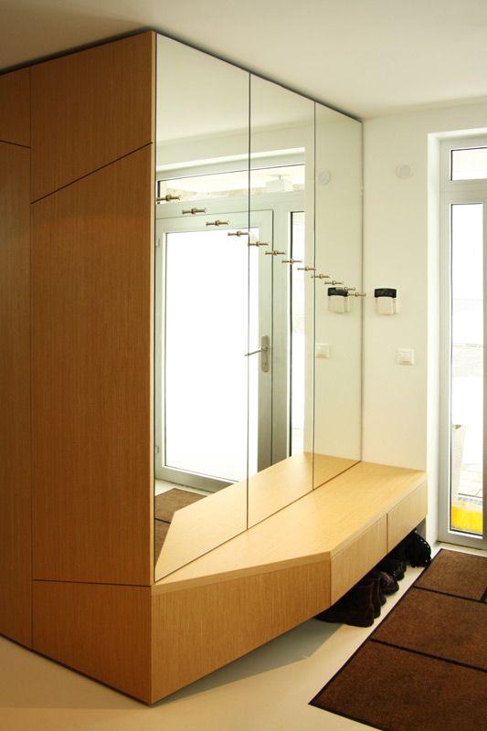 Návrh predsiene s botníkom - interiér rodinného domu v Starom Meste, Bratislava - Interiérový dizajn / Hall interior by Archilab
