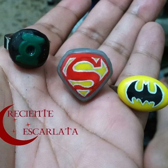 Anillos de los logos de SúperMan, Batman y Linterna Verde. Encargo Material…