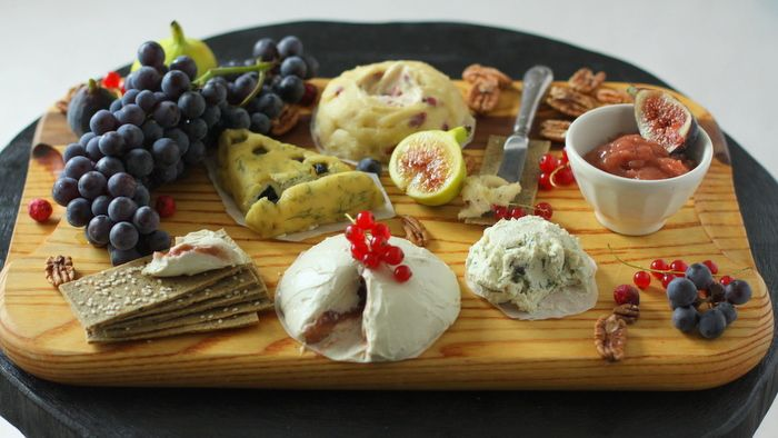A gorgeous raw & vegan cheese plate complete with recipes.: Soft Chee, Nut Chee, Recipe, Chee Platters, Chee Plates, Raw Cheese, Vegans Chee, Cheese Plates, Raw Food