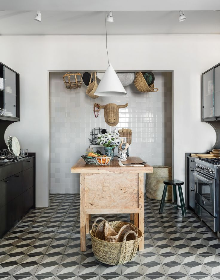 Tour an artistic bright and quirky new york art deco apartment