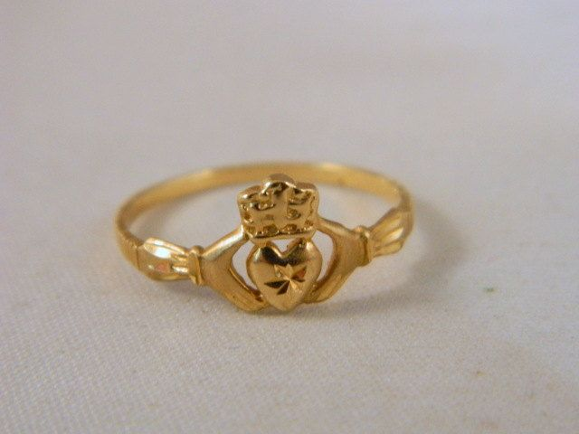 10k Yellow Gold Claddagh Ring / Vintage Promise Ring / Yellow Gold Ring / Irish Heart Ring Size 7.5 by VintageBaublesnBits on Etsy