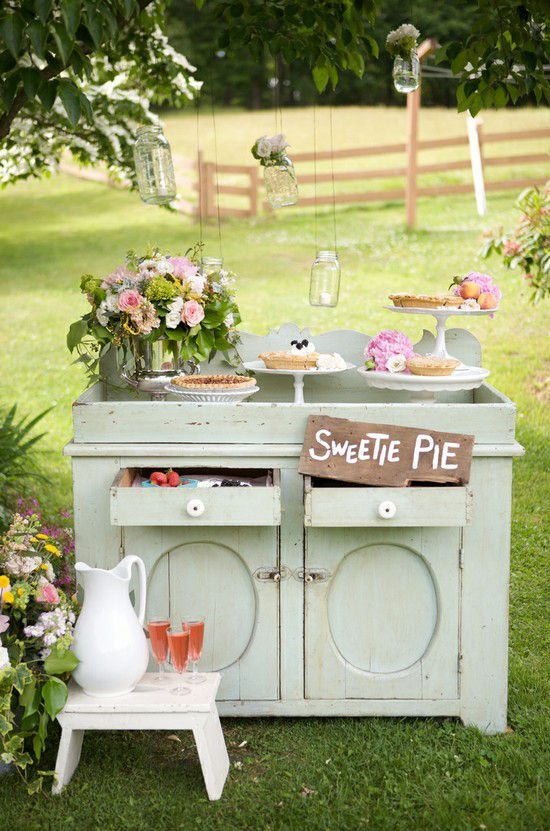 Bellísimas ideas para decorar una boda con muebles antiguos consiguiendo un estilo vintage.
