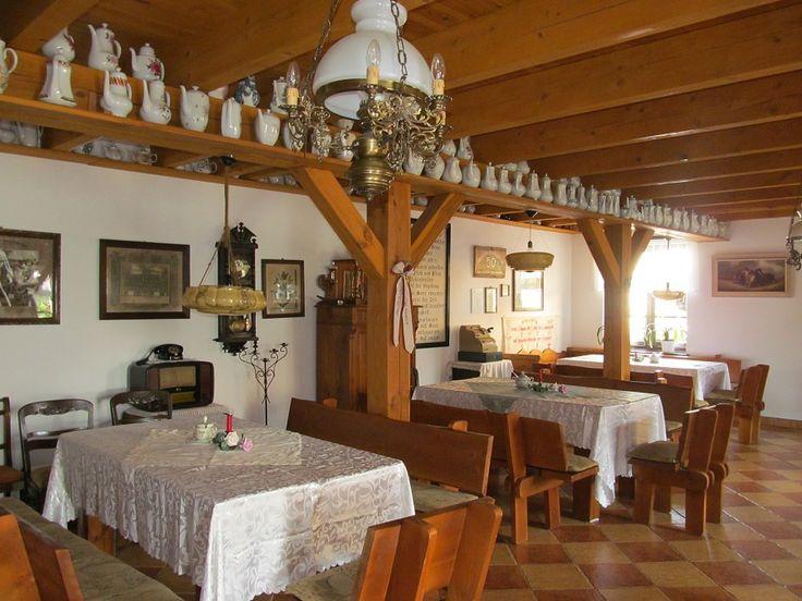 Piękna, drewniana, zabytowa stodoła. W środku - czyściutko, wielka przestrzeń ładnie zagospodarowana ławami - z pewnością można tam przyjąć dużą grupę.  www.it.mragowo.pl