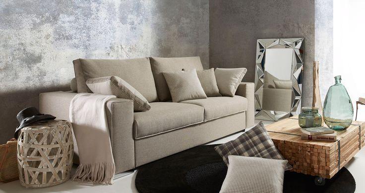 """Taglio futuristico, il divano Silla, in color beige, è così bello e così elegante che quasi vale la pena di non sedersi su di esso, noi invece vogliamo contemplare ed essere sedotti dalla sua bellezza. Comfort e bellezza vengono uniti sul divano. Due qualità che combinano alla perfezione, in modo che ci si può rilassare in un divano """"top model""""."""