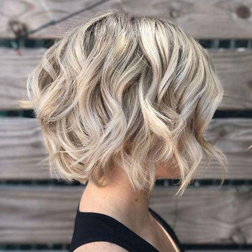 Trendy Kurze Haarschnitte für Welliges Haar Frauen //  #Frauen #für #Haar #Haa…
