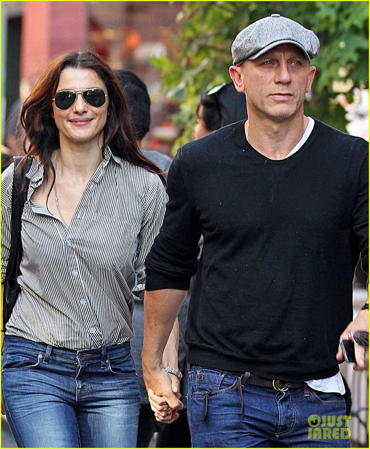 Daniel Craig & Rachel Weisz: Holding Hands in Manhattan!   daniel craig rachel weisz holding hands in manhattan 03 - Photo