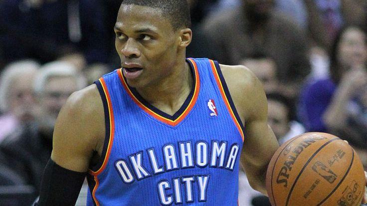 NBA zaserwowała minionej nocy 12 spotkań, ale wydarzeniem dnia był powrót na parkiet Russella Westbrooka. Jego comeback i koncertowa gra tak pozytywnie wpłynęły na Grzmoty, że rozniosły w pył nowojorskich Knicksów różnicą 27 punktów. http://sport.tvn24.pl/koszykowka,117/nba,134/russ-is-back-i-to-jak-mistrzowie-pograzyli-krolow,493652.html
