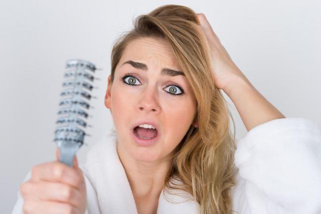 Zgubne nawyki, które niszczą Twoje włosy. Jak przeciwdziałać ich wypadaniu? #PIELĘGNACJA #WŁOSÓW #WŁOSY #PORADY #WYPADANIE #WŁOSÓW