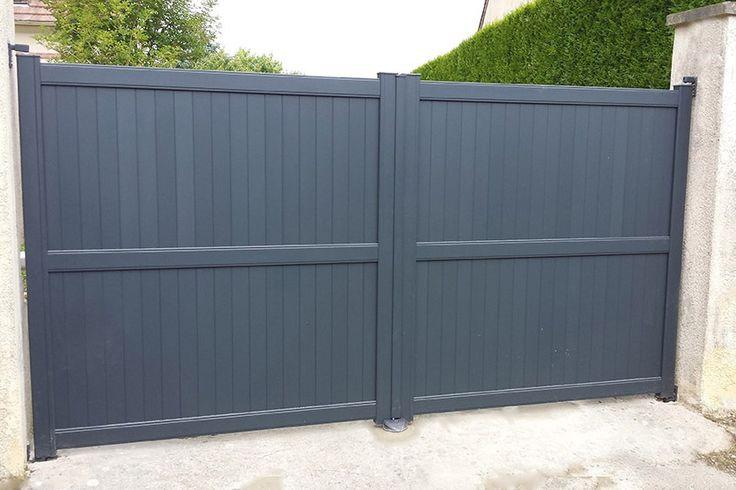 Portail aluminium à deux vantaux égaux, de couleur gris anthracite Ral 7016, avec motorisation Bft' kit virgo