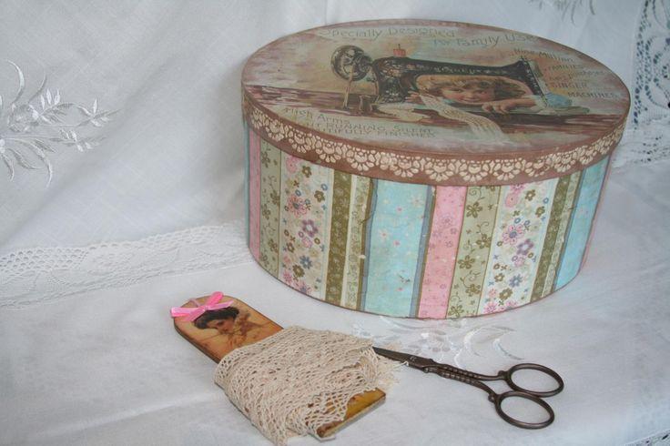 Коробка для швейных принадлежностей.