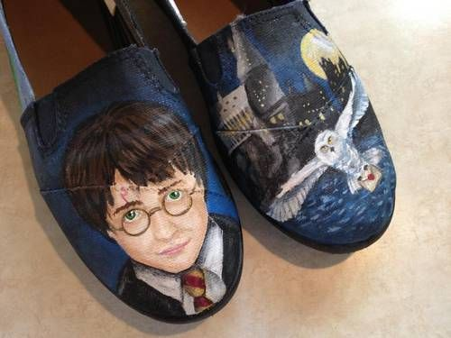 Harry Potter shoes by chughes225 on Craftster.org