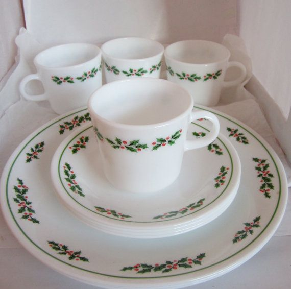 FOR JOE: Corelle Pyrex Holly Days Christmas platter, dinner plates, dessert, coffee cups Black Vein