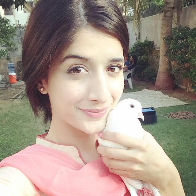 New Exclusive Photos Of Future Actross Mawra Hocane And Life Story.Hello friends today my article is on exclusive photos of Mawra Hocane and his life story.