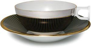 """有田焼福泉窯×デザイナー川崎和男氏""""Kz-arita""""Platinum Morphological Reflection /プラチナを表面に加工する技法により、鏡面効果でカップの外側にソーサーの文様が映しだされる"""
