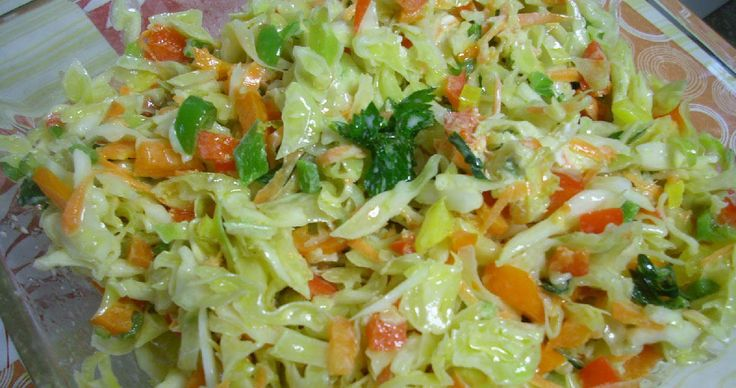 Η πολίτικη σαλάτα έχει εξαιρετικές ιδιότητες που ωφελούν τον οργανισμό μας και παρακάτω θα σας παρουσιάσουμε και συνταγές για να τη φτιά...