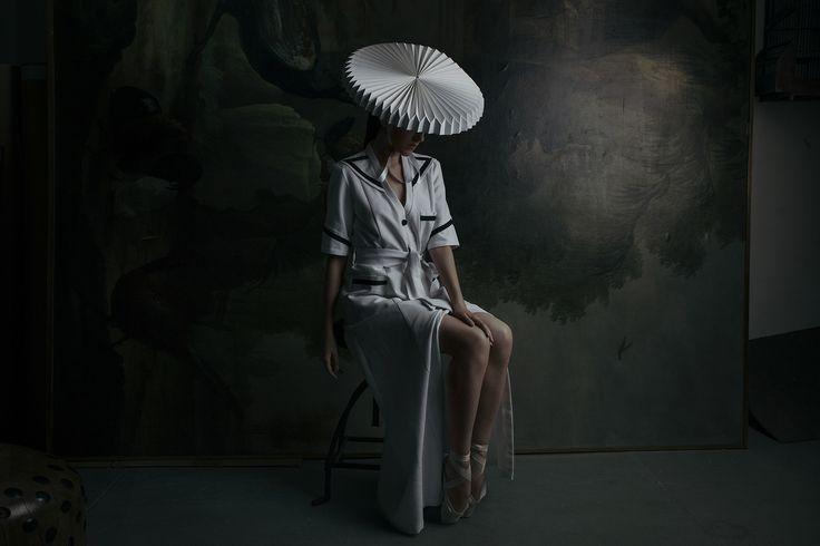 Tocados para novias atrevidas: sombreros (pero de papel)  © Fotografía: Andrea Torres Balaguer / Realización: Sylvia Bonet