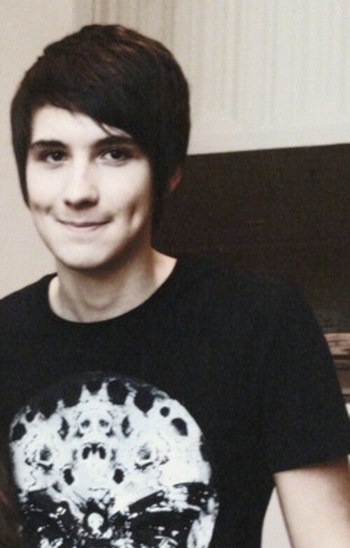 Dan Howell am i the only one who thinks he kinda looks like logan lerman in this picture?
