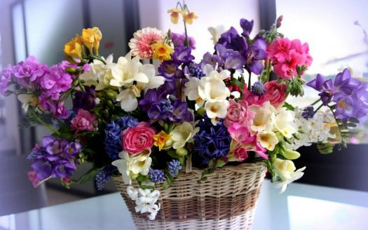 Basket with flowers (54 pieces)