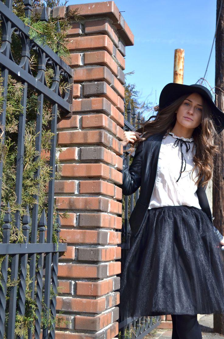 #LeTulle #blackskirt #smile #hat #goodmood #easiness #sunset #2015 #gotowww https://www.facebook.com/LeLovelyTulle