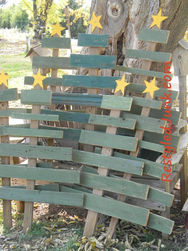 Scrap Wood Christmas Trees from Recycled Junk. Wouldn't it be fun to put these all over the yard?