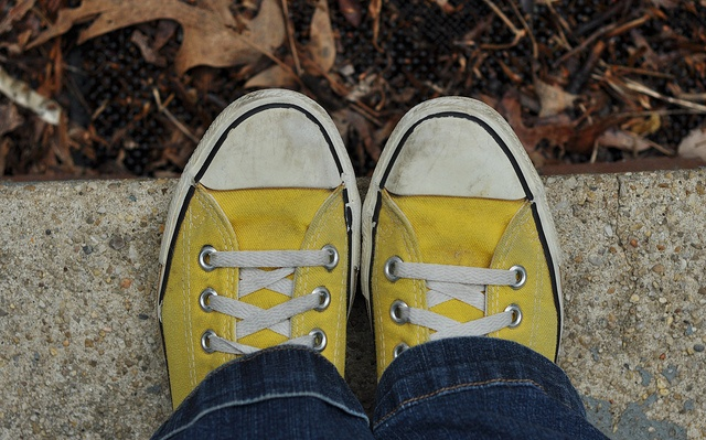yellow chuck taylors.