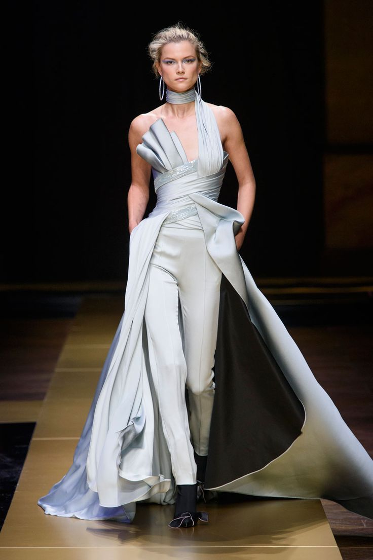 Atelier versace autumn winter 2016 trend news gowns and for Haute couture atelier