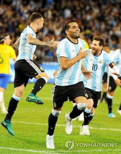 메시의 아르헨티나, 네이마르 빠진 브라질에 1-0승리 [토토군뉴스]