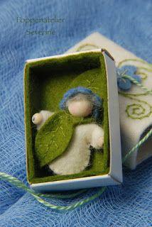 Ik heb twee kleine kiekeboedoosjes gemaakt, een lente-achtig doosje en een herfstachtig. Het zijn kleine schattendoosjes for kinderen.   He...