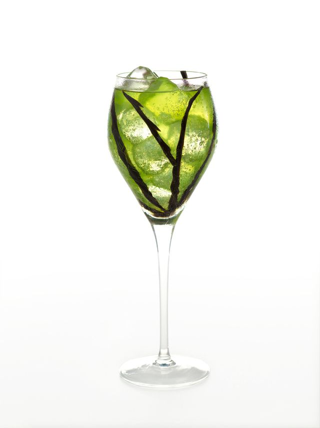 add this green ghoul to your halloween party invites lining the glass with black licorice - Great Halloween Drinks