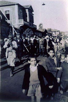 #Mersin Hastane caddesi 1950 ler solda görünen yapının yerinde günümüzde Mer-in iş merkezi bulunmaktadır