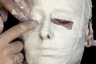 Tuto: Comment faire un moulage de visage en bandes platrées | Ethis Crea