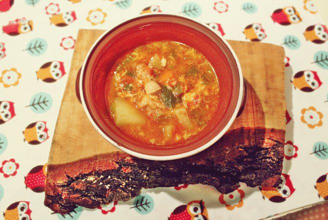 Retete Culinare - Ciorba de cartofi cu bucatele din carne de porc