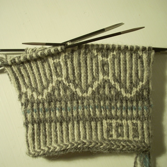 Year and/or name on the sleeves, Twined mitten in progress by Asplund, via Flickr