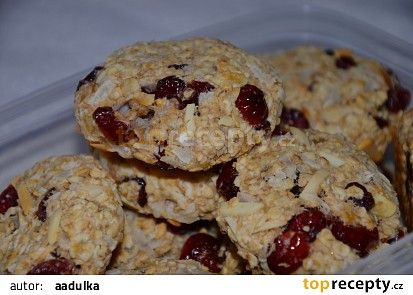 Vločkové cookies s kokosem a brusinkami recept - TopRecepty.cz