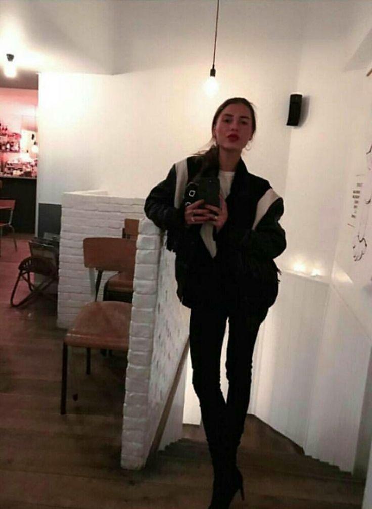 #SophiaRoe from #RoeDiary in @ivycopenhagen jeans #ivycopenhagen #iamivy #beivy #jeans #denim #styling #Copenhagen