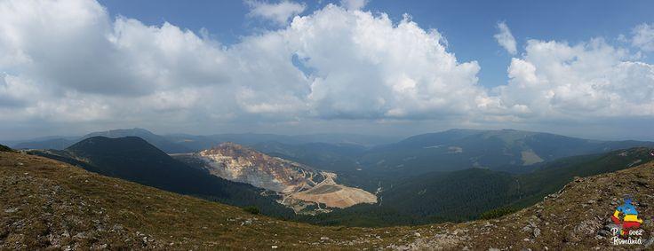 Parcul Național Călimani cuprinde Munții Călimani și ariile naturale din perimetrul lui, aceștia sunt situați în Grupa Centrală a Carpaților Orientali, având altitudinea maximă de 2100 m, în vf. Pietrosu, unde se află și stația meteorologică din M-ții Călimani, și se întind pe suprafața județelor Harghita, Suceava, Mureș și Bistrița-Năsăud. Acest Parc Natural beneficiază de vaste puncte turistice, printre care amintim: Lacul Iezer, lac vulcanic(jud. Harghita), Lacul Colibița.
