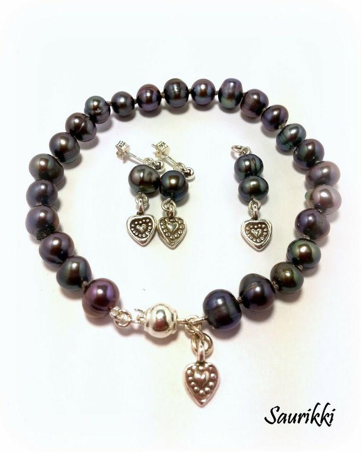 Helmikorusetti hopeaosin Pearlset, with silverparts
