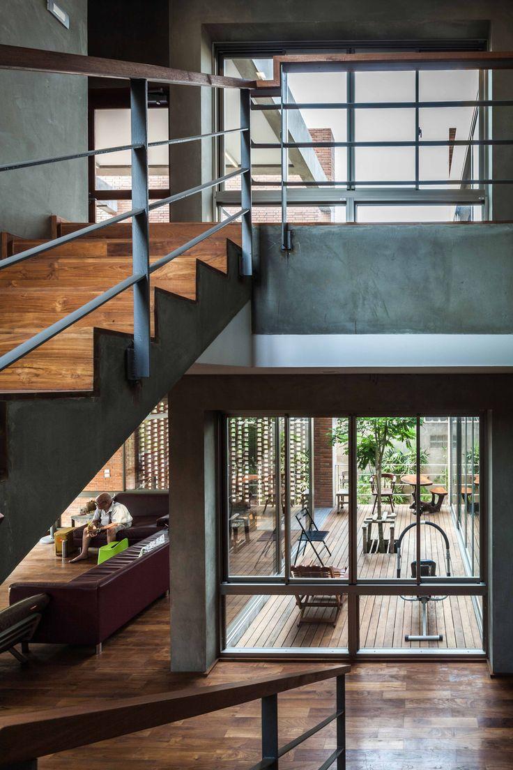 © Spaceshift Studio - Ngamwongwan House / Junsekino Architect and Design