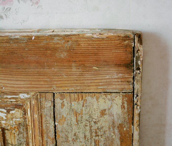 Sänggavel av gammal dörr