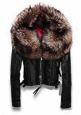 Куртка меховым капюшоном