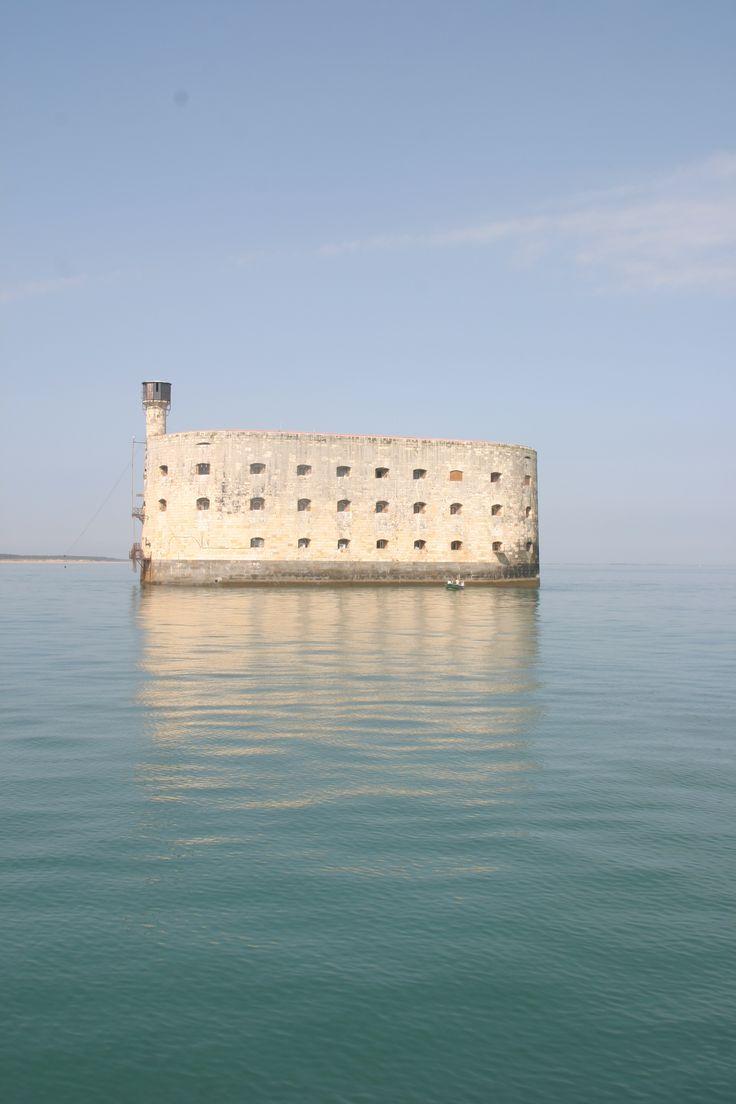 Journée calme du côté du Fort Boyard, partie intégrante de l'Arsenal maritime de Rochefort | Pays Rochefort-Océan Charente-Maritime Tourisme #charentemaritime | #FortBoyard